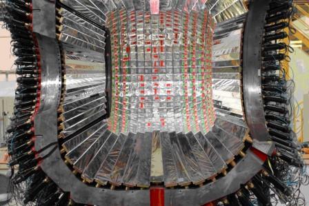 Частицы из шести кварков существуют