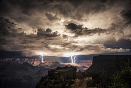 Молния в Гранд-Каньоне