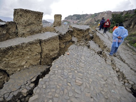 Последствия оползней в Боливии