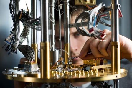 Работа над частью квантового компьютера D-Wave