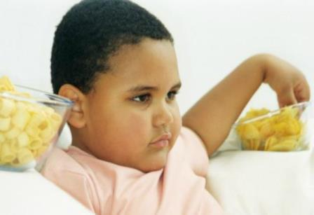 Употребление чипсов в раннем детстве замедляет развитие мозга