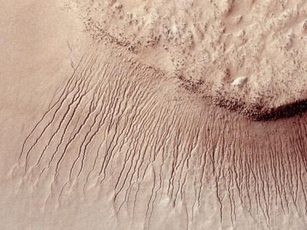Расщелины на Марсе