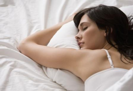Освещение во время сна снижает фертильность женщин