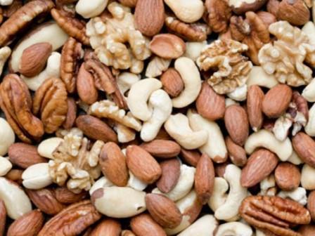 Диабетикам советуют заменить углеводы орехами
