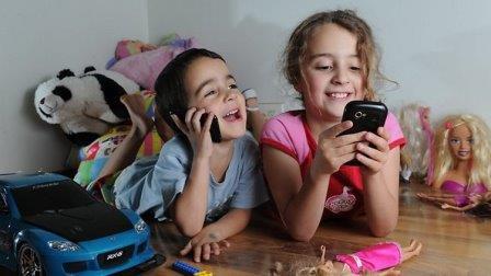 Гаджеты очень сильно отвлекают детей от учёбы