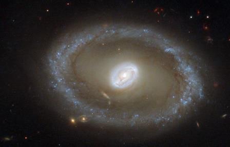 """Астрономы NASA  обнаружили самую далекую """"космическую увеличительную линзу"""""""