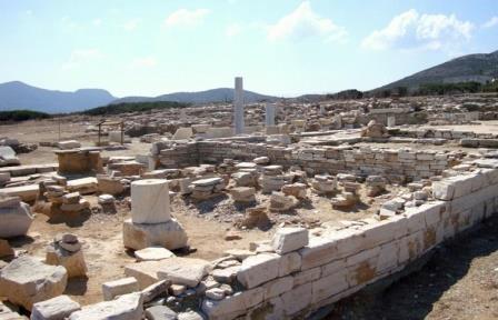 Древний храм Аполлона на острове Деспотико