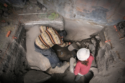 Археологи в гроте Кункайча