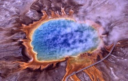 Чаще всего археи можно найти в экстремальных зонах — таких, например, как эти кислотные озёра в районах повышенной вулканической активности