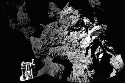 Первый снимок с поверхности кометы