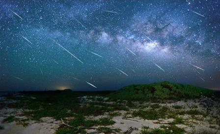 К Земле приближается метеоритный поток