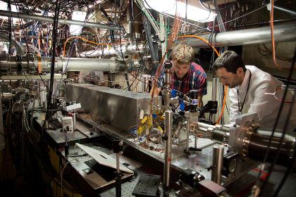 Ученые из SLAC за работой