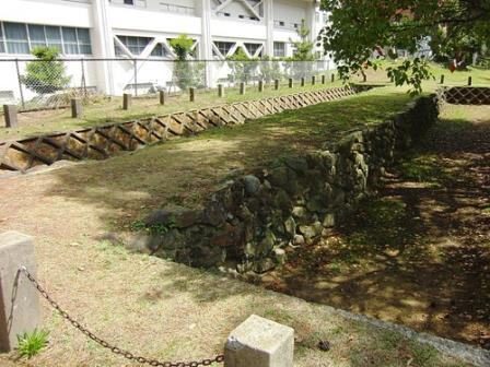 Остатки стены XIII века в Фукуоке