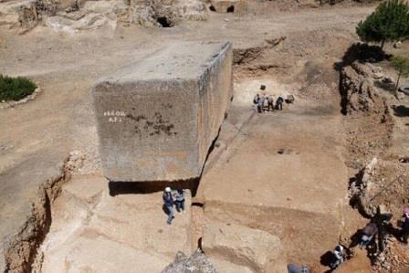 Гигантский строительный блок весит около 1650 тонн