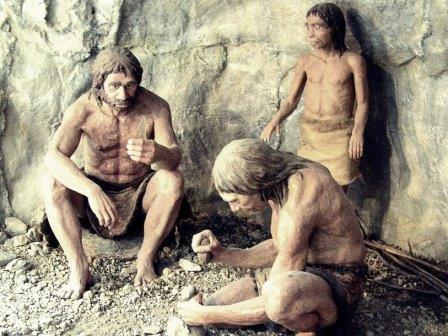 Неандертальцы, реконструкция из Моравского музея (Чехия)