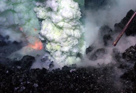 Подводный вулкан Вест Мата в Тихом океане