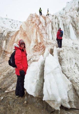 Авторы статьи изучают знаменитый Кровавый водопад у подножия ледника Тейлора