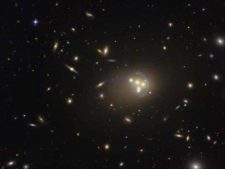 Скопление галактик Abell 3827. Изображение, полученное Космическим телескопом Хаббла