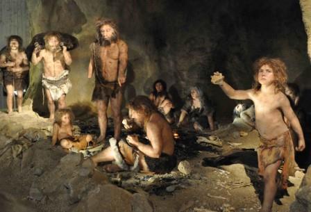 Группа неандертальцев в реконструкции американского Национального музея естественной истории
