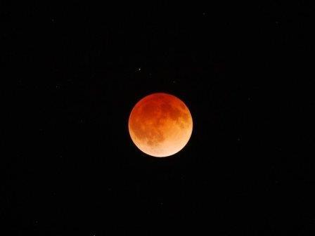 Лунное затмение 15 апреля 2014 г. Фото: Stephen Pompea/NOAO