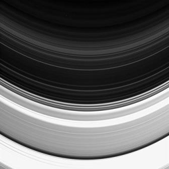 Станция Cassini cфотографировала кольцо D Сатурна