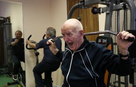 Всего 15 минут физических упражнений в день существенно снижают риск смерти у пожилых людей