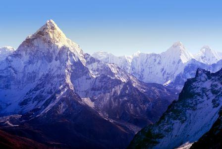 Из-за землетрясения в Непале гора Эверест изменила высоту и сдвинулась