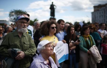"""Участники митинга ученых """"За науку и образование"""""""