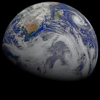 Южный полюс Земли и облака над океаном