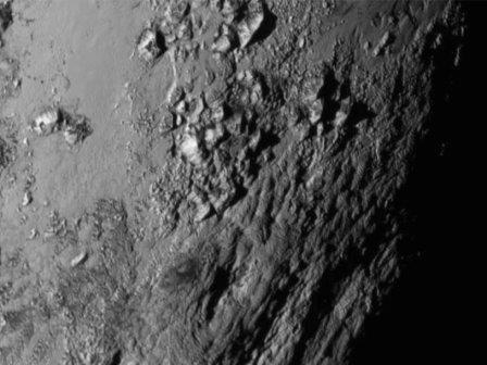 На Плутоне найдена гора высотой три с половиной километра