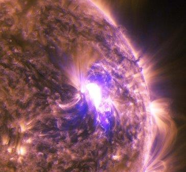 Снимок вспышки на Солнце, архивное фото