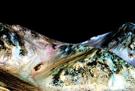 НАСА доказало наличие на Марсе текущих рек