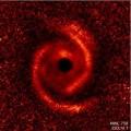 Спиральные узоры вокруг новорожденных звезд