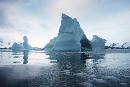 Антарктический ледник Ларсена может уже этим летом превратиться в набор айсбергов.