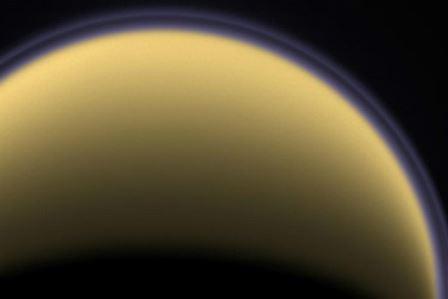 Характерная дымка окружает, например, один из спутников Сатурна — Титан