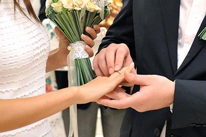 Женщины приравняли брак к сожительству