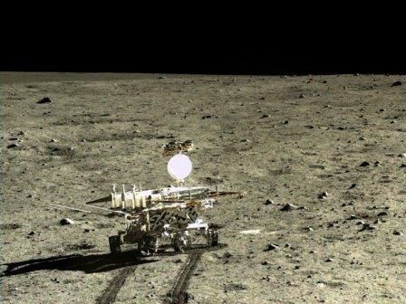 Китайский луноход нашел новый тип лунного грунта