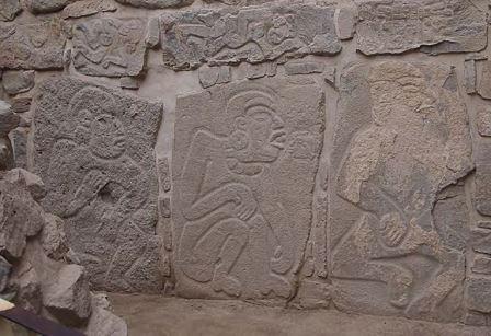 Индейцы-майя наносят себе ритуальные увечья в ходе обряда кровопускания