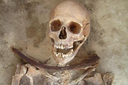 В Польше исследовали могилы «вампиров» с серпами на шеях