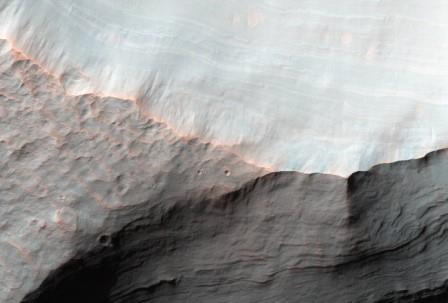Конус выноса на склоне кратера Сахеки на Марсе
