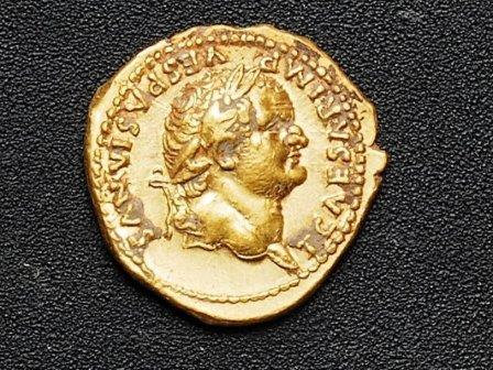 Монета с профилем императора Веспасиана