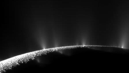 Изображение спутника Сатурна Энцелада, полученное космическим аппаратом Кассини