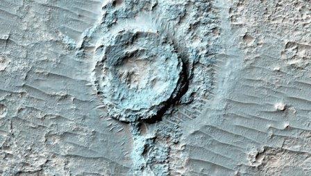 Кратер на Марсе. Архивное фото