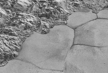 Фрагмент плато Спутник с многоугольными образованиями
