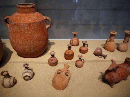 Керамика, найденная в погребальных камерах