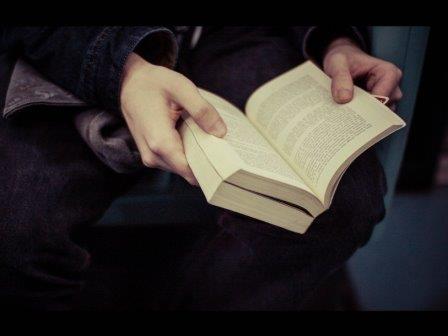 Любители художественной литературы лучше распознают чужие эмоции