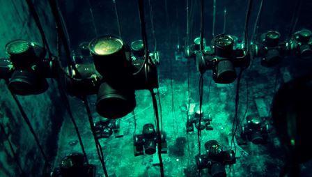 Водный бассейн НЕВОДа с регистрирующей системой черенковских датчиков