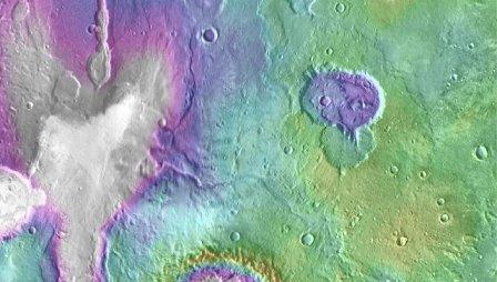 "Котловина древнего озера (""Сердце"") на Марсе (пятно сверху слева)"