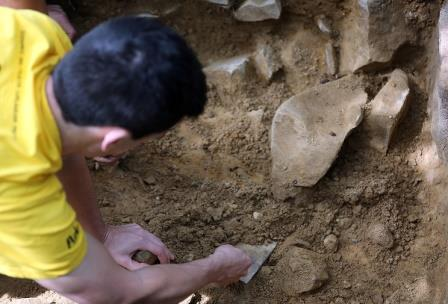 На юге Японии найден древнейший в мире рыболовный крючок