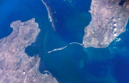 Космический снимок зоны строительства моста через Керченский пролив